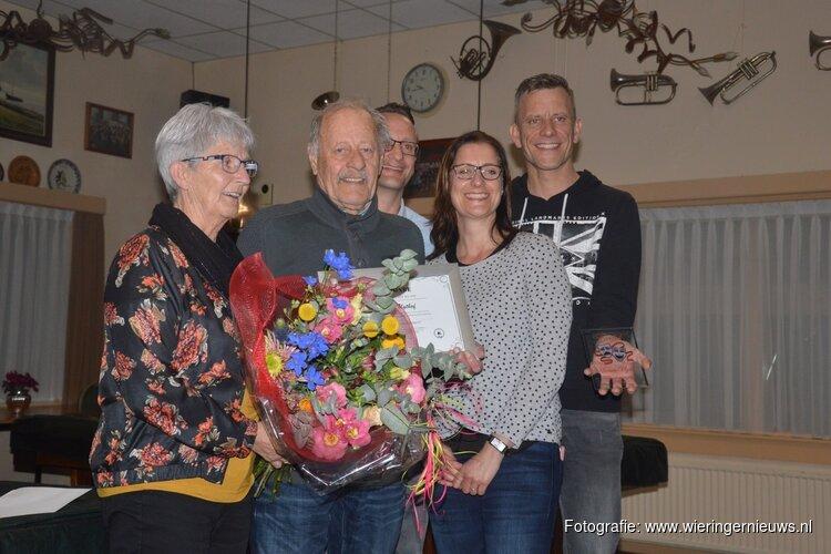 Manus Uijthof erelid Toneelvereniging Succes
