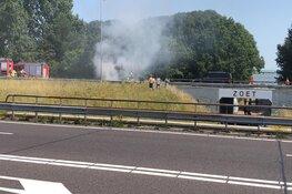 Mobiele kraan in brand op A7