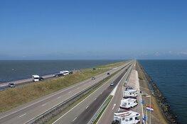 Lange file op Afsluitdijk: meer dan 1,5 uur vertraging richting Friesland