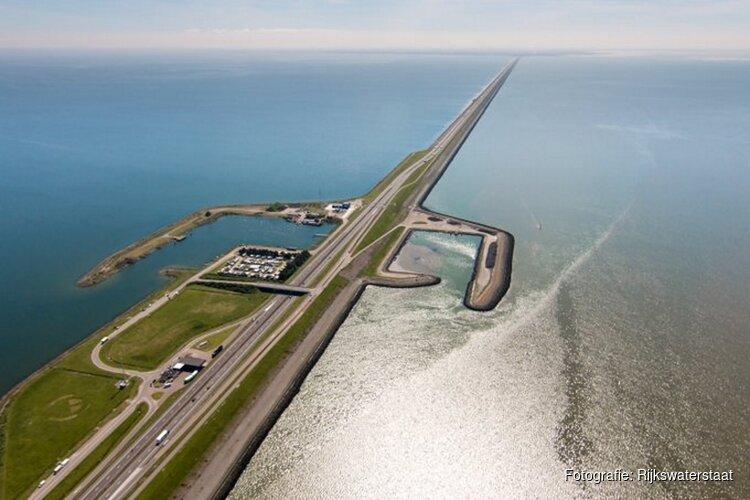 Afsluitdijk (A7) hele avond en nacht dicht vanwege spoedwerkzaamheden aan verzakte damwand
