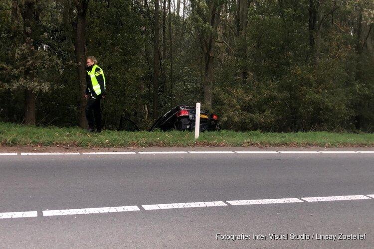 Auto raakt van de weg langs A7
