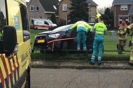 Auto slaat op hol en zorgt voor ravage in Den Oever