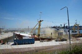 Brand op schip in Den Oever