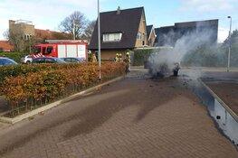Auto door brand verwoest in Den Oever
